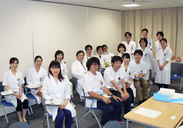 6月25日 佐藤美保先生のお誕生日を皆でお祝いしました。